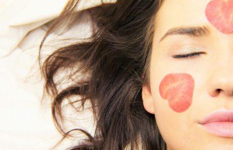 איך שומרים על טיפוח עור הפנים במהלך התואר?