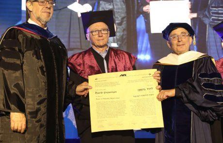 """תואר ד""""ר לשם כבוד לסופר דוד גרוסמן"""