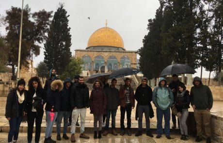 השלום מתחיל בתוכנו: סטודנטים יהודים וערבים מאוניברסיטת אריאל יצאו לביקור משותף בהר הבית ובאתרי מורשת בירושלים