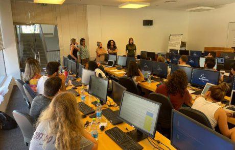 """הבינתחומי: סטודנטים מכל העולם מתנדבים בחמ""""ל כדי להגן על ישראל ברשתות החברתיות"""