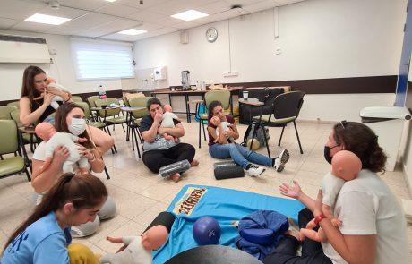 אחים ואחיות למגע: סיום קורס עיסוי של סטודנטים לסיעוד