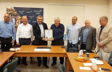 השר זאב אלקין העניק תעודת 'קמפוס ירוק' לאוניברסיטת אריאל
