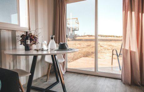 כמה עולה לילה במלון בישראל?