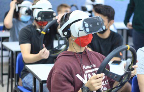 """תכנית חדשנית בתיכון """"הנדסאים"""": למידת זהירות בדרכים באמצעות מציאות מדומה"""