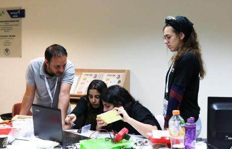 """מה עושים הסטודנטים באריאל בהאקתון? משחקים """"קטאן"""""""