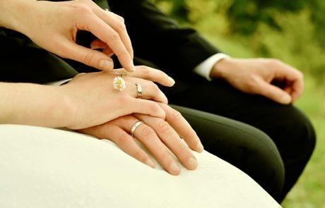 מחקר בבית הספר לתקשורת באוניברסיטת אריאל:גלישה באינטרנט דוחה את גיל הנישואין