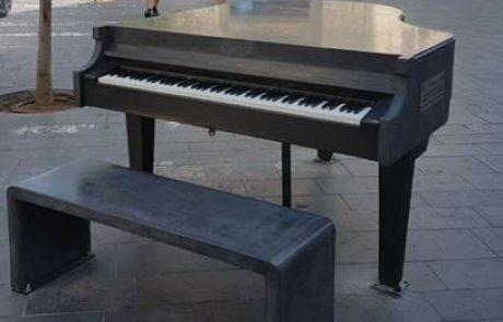 אומת הסטארטאפ גם במוזיקה: פסנתר הבטון הראשון בעולם הוצב בדרום